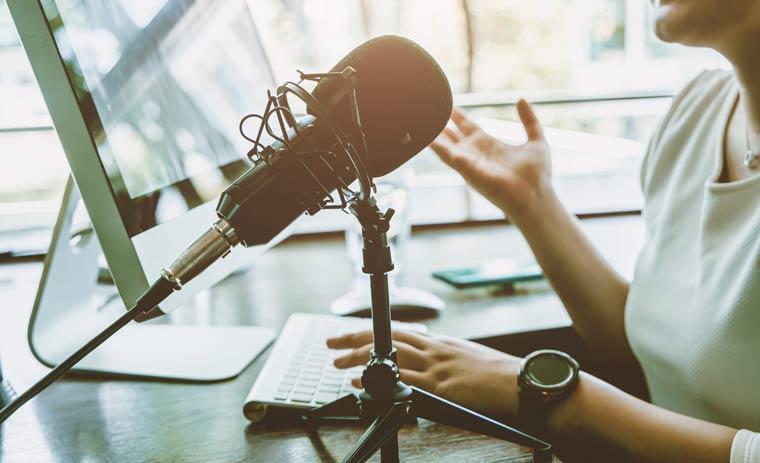 Betreiberin von einem Internetradio