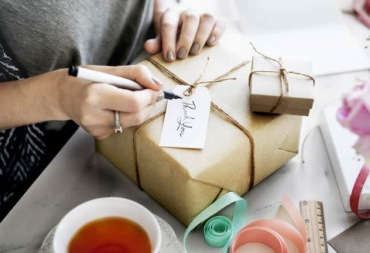 Geschenke richtig verpacken - So funktioniert's!