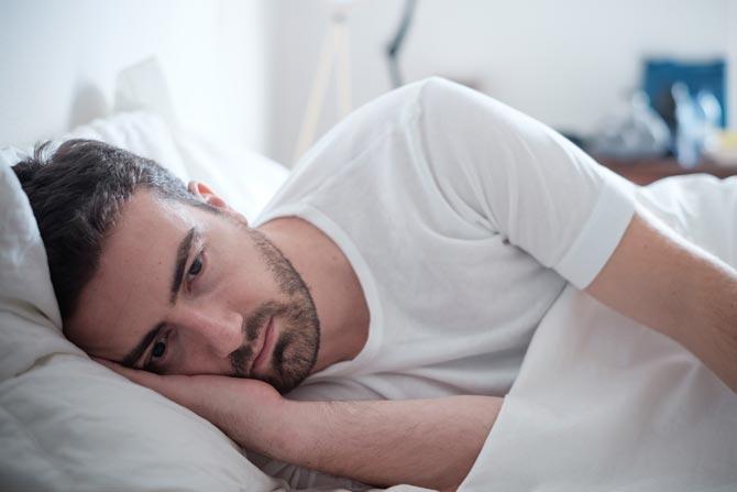 Schlaflosigkeit kann wegen verschiedener Gründe entstehen