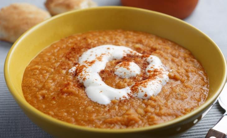 Paprikasuppe mit Joghurt