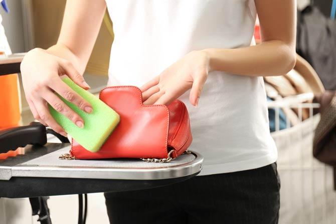 Handtasche regelmäßig säubern