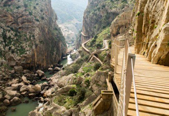 Die gefährlichsten Wanderwege der Welt