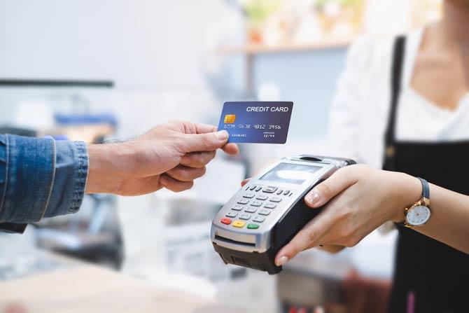 Sinkender Bedarf an Kredit- und Girokarten