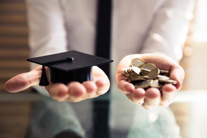 Wer übernimmt die Kosten für eine berufliche Weiterbildung?