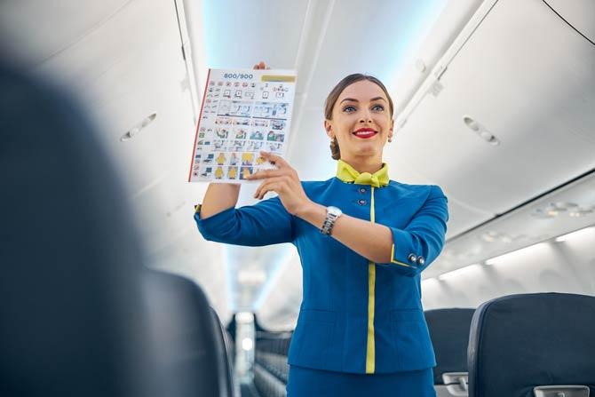 Sicherheitsanweisungen im Flugzeug beachten