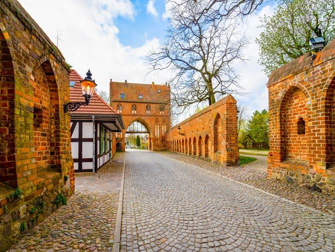 Stadtmauer und Stadttor in Neubrandenburg