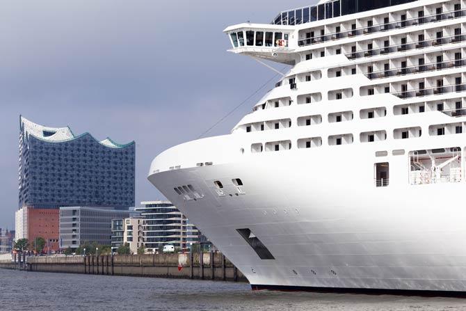 Kreuzfahrtschiff in Hamburg