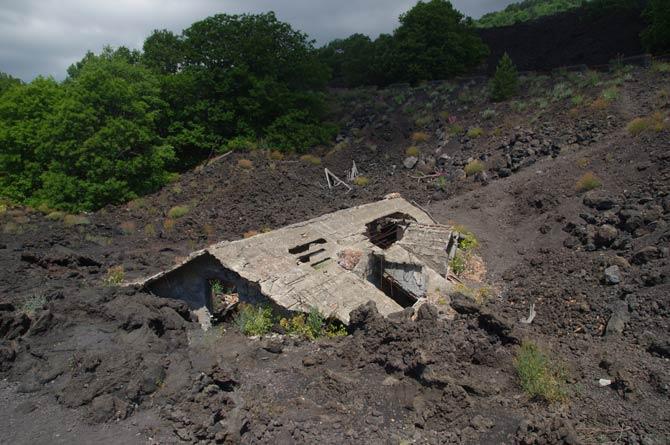 Vom Vulkan zerstörtes Haus